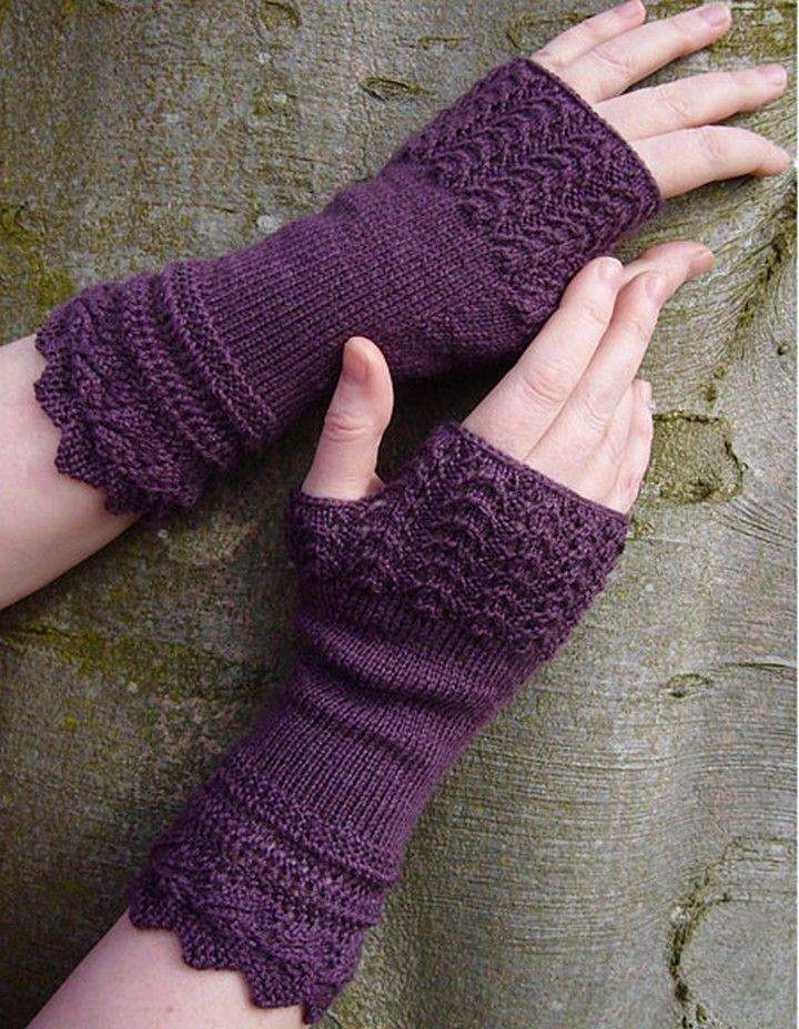 A Simple Useful Bulky Fingerless Gloves In Purple Color