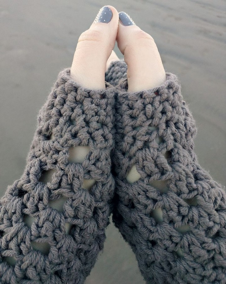 A Super Chunky Easy Free Fingerless Glove Pattern