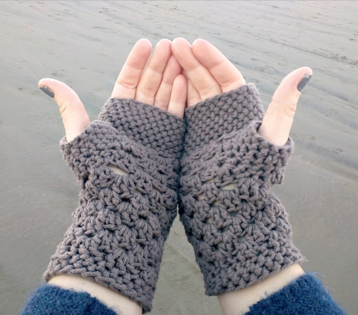 Chunky Fingerless Gloves Free Pattern In Winter Season For Girls