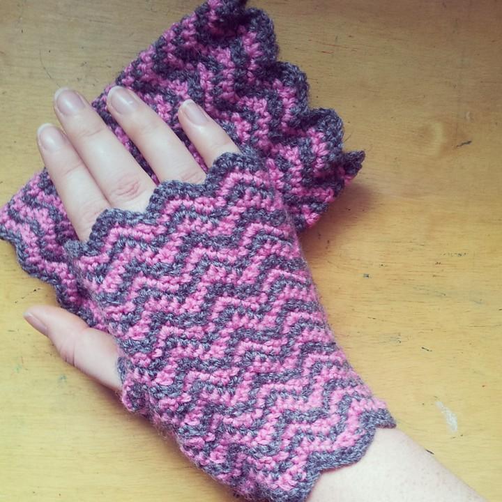 Crochet Chevron Fingerless Mitts Pattern
