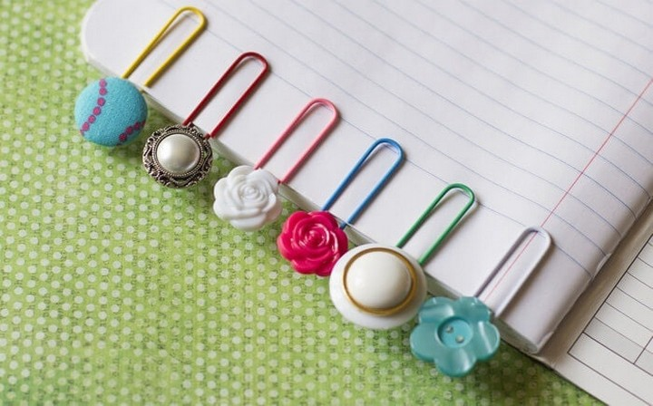 Cute Easy To Make DIY Bookmark With Colorful Flower Buttons Ideas