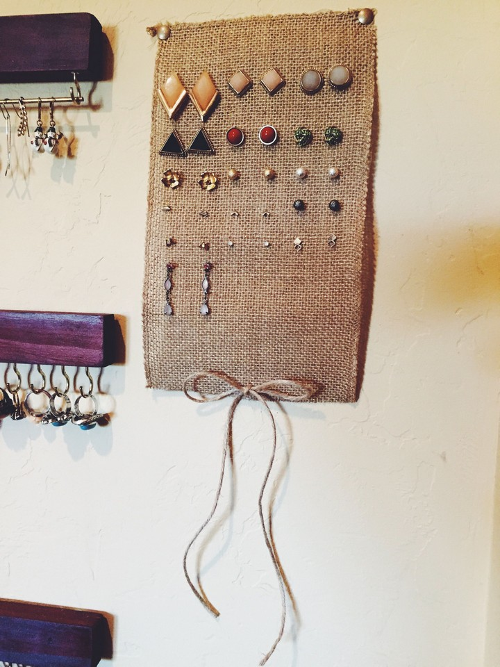 DIY Burlap Earring Holder To Hold Stuf Earrings