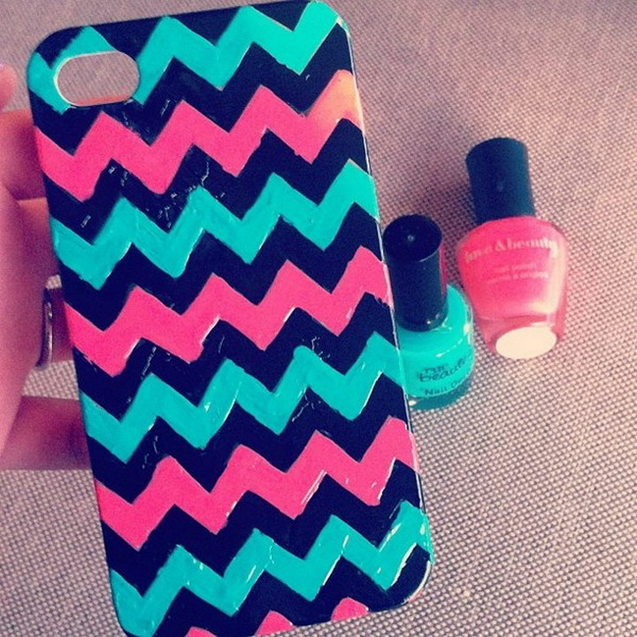 DIY Colorfull Attractive Phone Case Made With Nail Paint