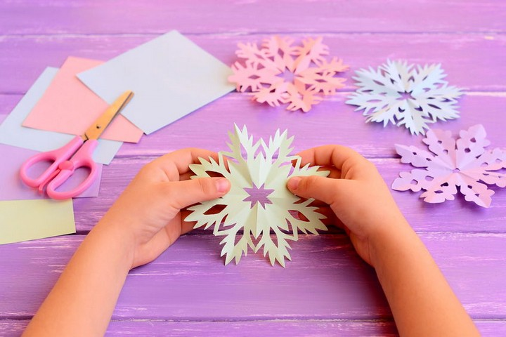 Easy Paper Snowflakes Crafts for Kids