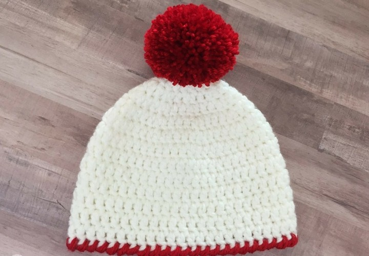 Easy To Make Crochet Hat Pattern For New Born Babies In Red Off White Color With Pom Pom