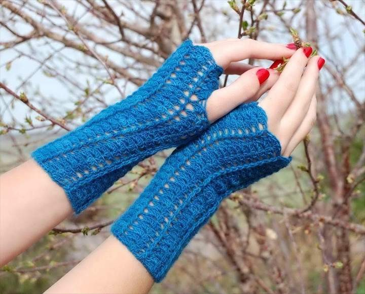 Elegent Decent Crochet Fingerless Gloves Pattern In Blue Color