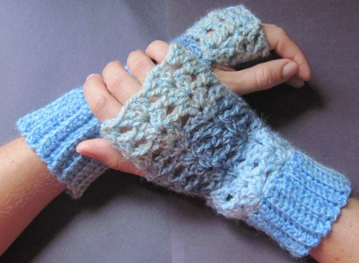 Free Form Light Blue Color Mittens Crochet Gloves Pattern
