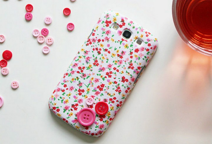 How To Make DIY Phone Case With Fabric Buttons