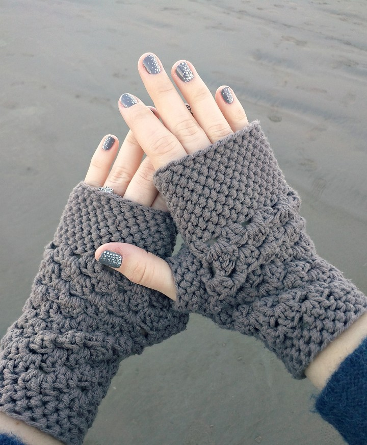How To Make Fashion Lady Crochet Fingerless Glove Pattern