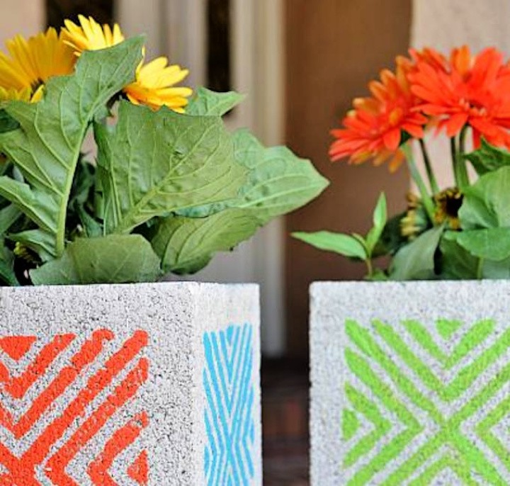 Paint breeze blocks for the ultimate DIY garden decoration