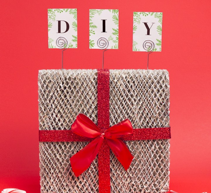 Spruce Things Up with This DIY Christmas Card Holder