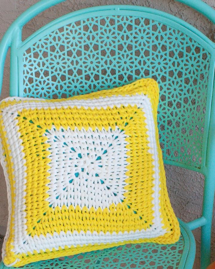 Sun Shine Patio Pillow Free Crochet Pattern