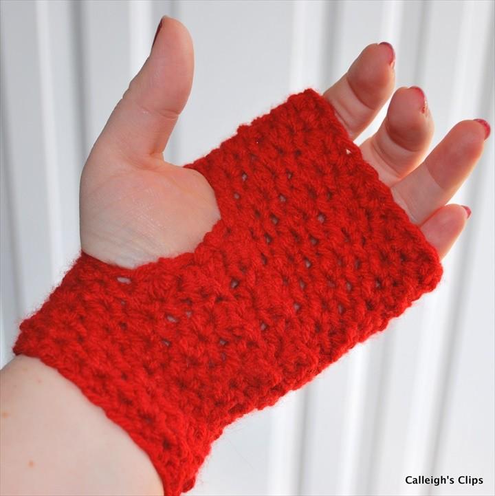 Textured fingerless gloves