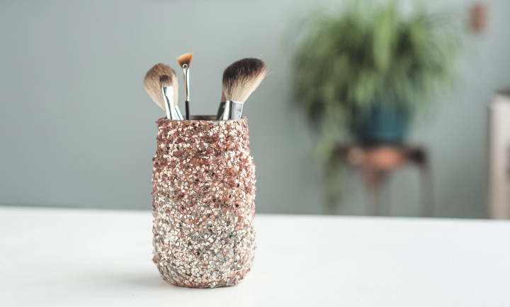 Easy To Prevent Brushes Into Mason Jar With Glitter