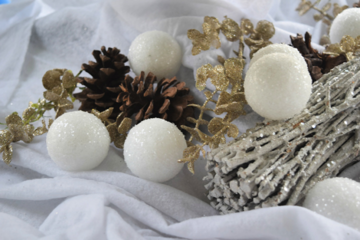 How To Make Attractive Snowballs For Hanging Purpose