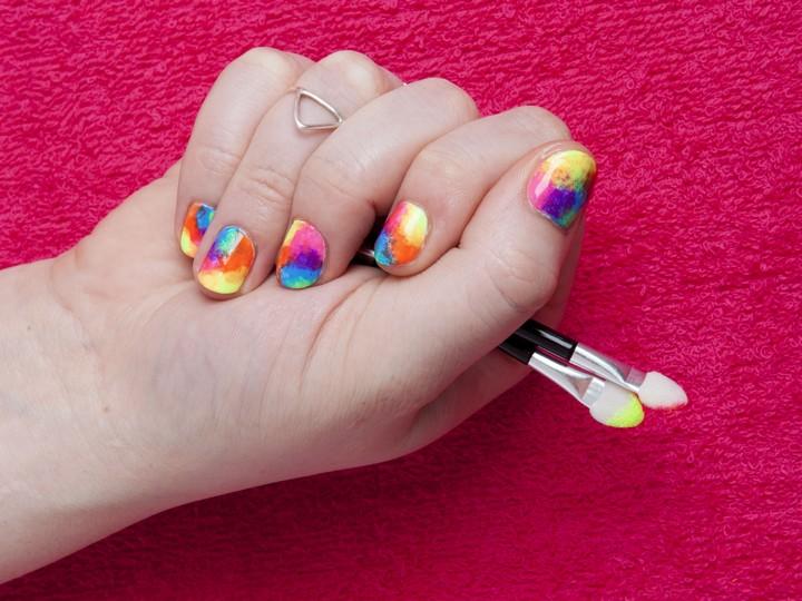 DIY Rainbow Nail Art